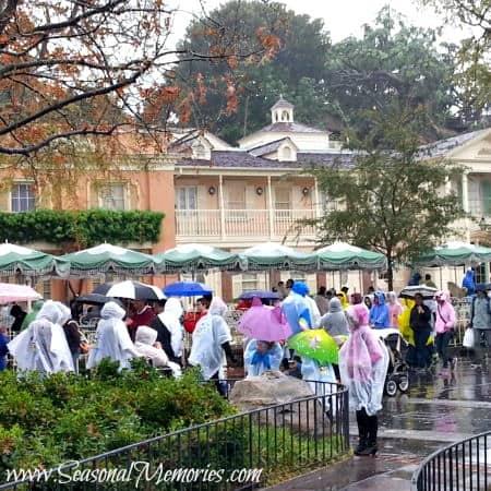 How To Enjoy Disneyland In The Rain!